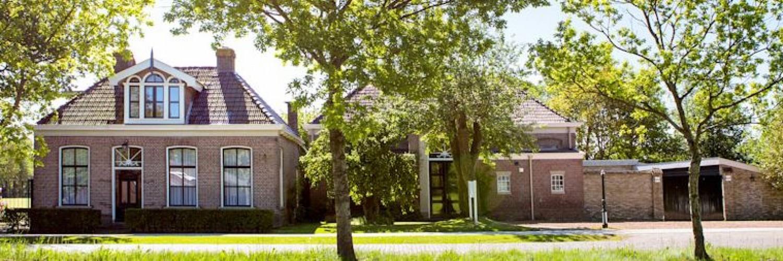 Het oude schoolmeester huis en bijbehorende school is omgetoverd tot een prachtig groepsverblijf